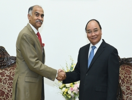 <b>VN, India head to trade turnover of US$15 bln</b> <br /><i>PM Nguyen Xuan Phuc proposed Viet Nam and India enhance cooperation in trade and investment, striving to raise the bilateral trade turnover to US$15 billion in the near future.</i>