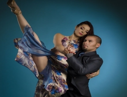 <b>Argentina duo to perform tango by Hoan Kiem Lake</b> <br /><i>The atmosphere at the pedestrian area around Hoan Kiem Lake will be stirred up on May 27 night at 8pm with a special tango performance.</i>