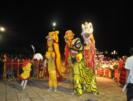 <b>Hoi An seeks national status for intangible heritage</b> <br /><i>The ancient city of Hoi An will apply to list its annual mid autumn festival and the traditional pottery craft of Thanh Ha village as national intangible heritage.</i>
