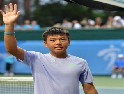 <b>Nam through to Singapore tennis event's second round</b> <br /><i>Ly Hoang Nam of Vietnam advanced to the second round of the Singapore F1 Men's Futures on May 25.</i>